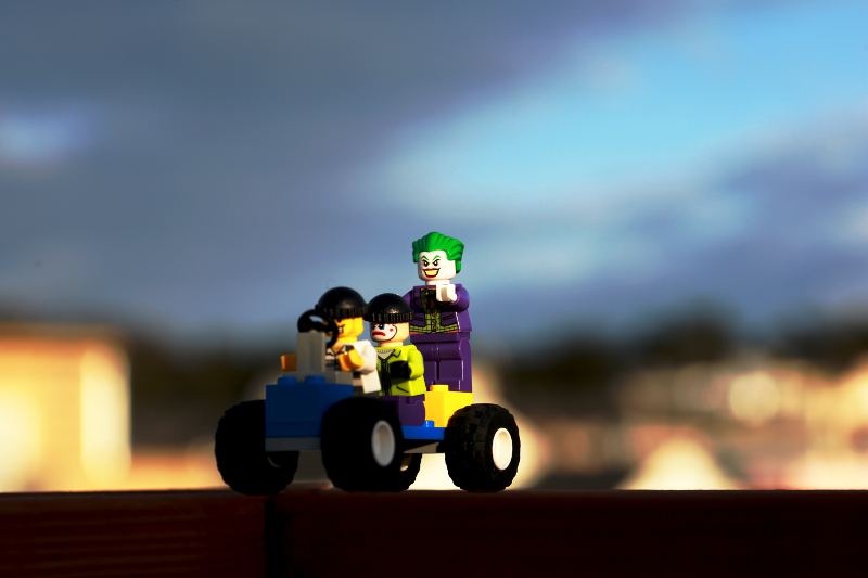 Lego-The-Joker-Up-to-no-good-800x533