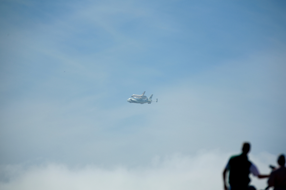 Space Shuttle Endeavor makes victory lap over San Francisco